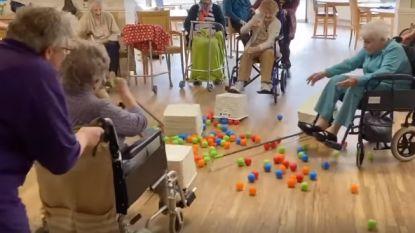 Rusthuisbewoners spelen levensechte versie van gezelschapsspel: hilariteit verzekerd