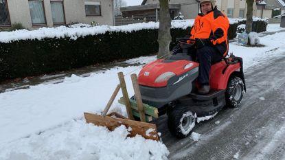 Marnix (63) houdt straat sneeuwvrij met zelfgemaakte sneeuwruimer
