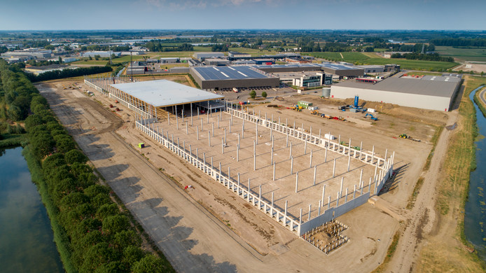 Het nieuwe distributiecentrum van DHL in Zaltbommel gezien vanuit de lucht.