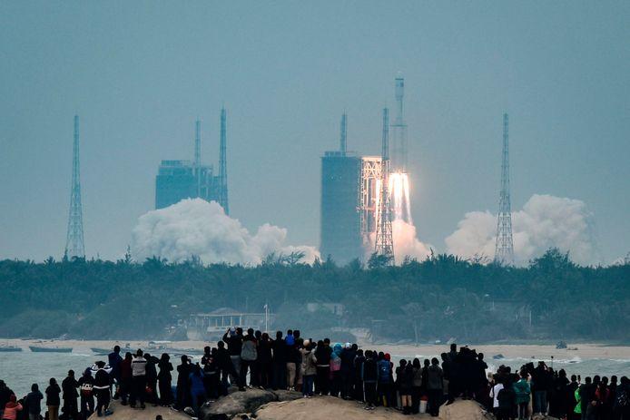 Lancering van de Lange Mars 8-raket op Hainan.