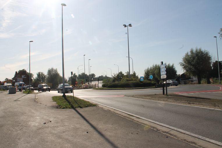 De rotonde aan de Oostrozebekestraat en Ring is vanaf vandaag vier maanden afgesloten.