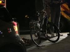 Fietser gewond door botsing met auto op kruising in Arnhem