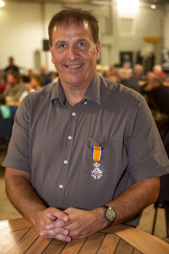 Fred Hesselink met zijn onderscheiding.