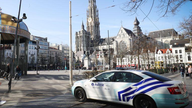 Archiefbeeld: politiewagen op de Antwerpse Groenplaats