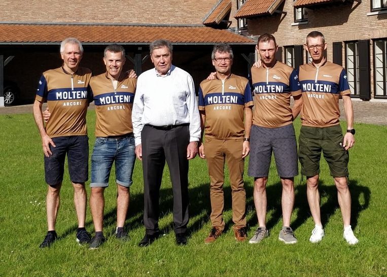 Eddy Merckx wenste de vijf vrienden afgelopen zondag veel succes toe.