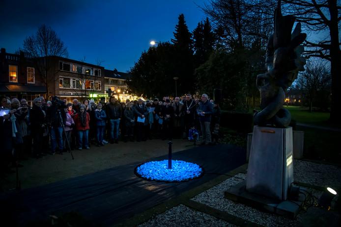 Ontsteking van het Levenslicht bij het Bevrijdingsmonument aan de Gemullehoekenweg in Oisterwijk.