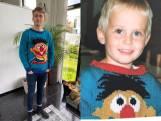 Moeder breit nieuwe Ernie-trui voor zoon Geert (25): 'Als kind dol op Sesamstraat'