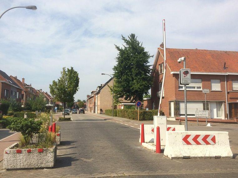 De slagboom in de Tassynsstraat werd recent verschillende keren aangereden met schade tot gevolg.
