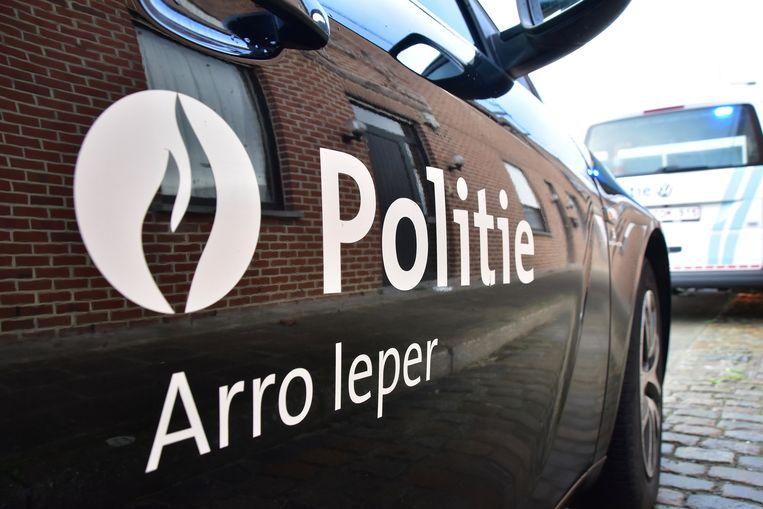 De politie van de zone Arro Ieper snelde ter plaatse na de overval, de federale gerechtelijke politie voert het onderzoek.