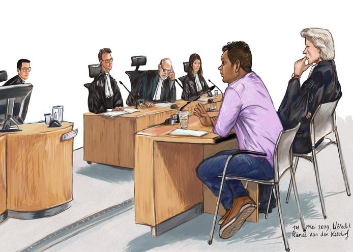 Zamir M. met zijn advocaat Willem Jan Ausma tijdens de behandeling van de rechtszaak half mei.