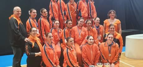 Maud uit Vroomshoop wint EK-zilver met twirlingteam: 'Uitvoering ging beter dan de generale repetitie'