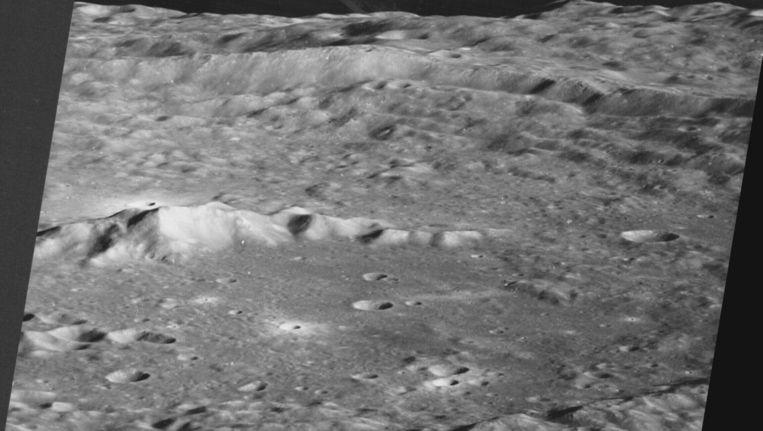 Een foto die de astronauten aan boord van de Apollo 10 maakten van de achterkant van de maan. Beeld NASA