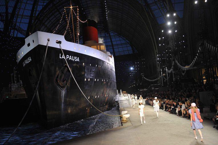 Chanel cruiseshow 2018/2019 langs een gigantisch schip.