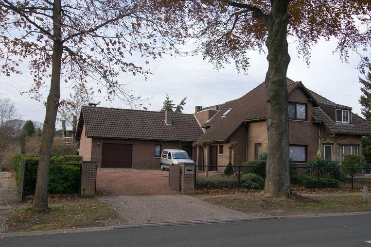De daders drongen dit huis binnen en hielden de 15-jarige zoon onder schot.