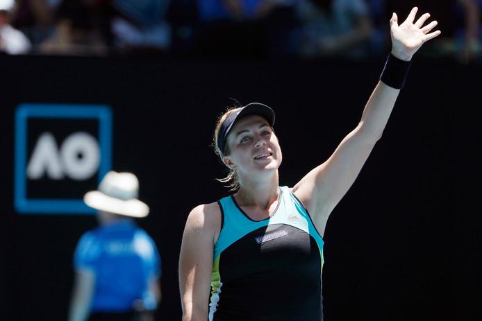 De blije Pavljoetsjenkova viert het bereiken van de vierde ronde van de Australian Open.