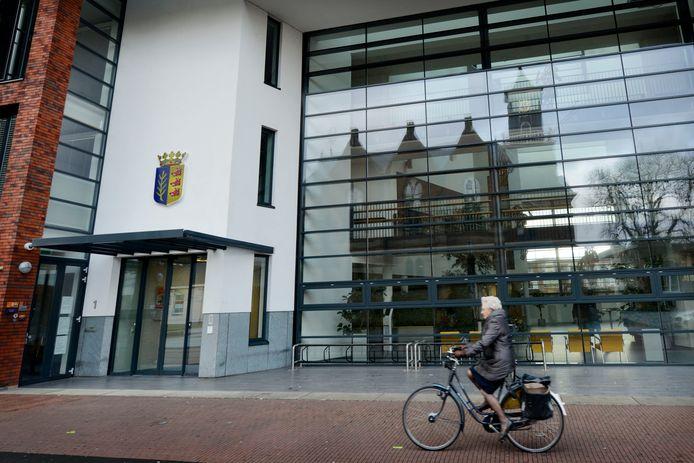 De dienstverlening vanuit het stadhuis aan inwoners en ondernemers moet optimaal zijn, vinden burgemeester en wethouders van Rijssen-Holten.