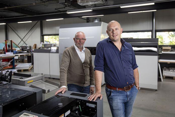 Martin Damhuis en Roy van Baal (voorgrond) waren nog vol goede moed toen ze NetzoDruk vorig jaar oktober overnamen.