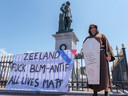 Demonstratie ter bescherming van het beeld van Michiel de Ruyter in Vlissingen