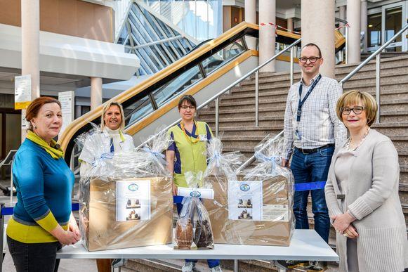 Fifty-One Club Dendermonde Ladies schonk chocolade aan het Sint-Blasius Ziekenhuis.
