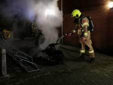 Bewoners moeten midden in de nacht appartementen uit vanwege scooterbrand in Wageningen