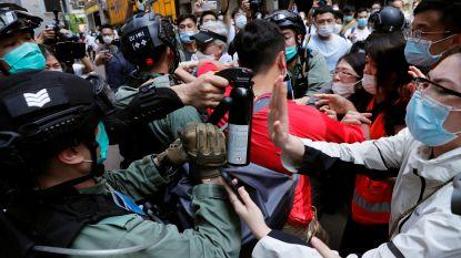 Chinees volkslied niet respecteren kan inwoners Hongkong volgens nieuwe wet drie jaar cel kosten: politie grendelt parlement af, bijna 200 arrestaties