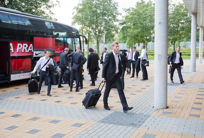 Sparta Praag komt aan in Zwolle. De Tsjechische ploeg verblijft in het Lumen Hotel.