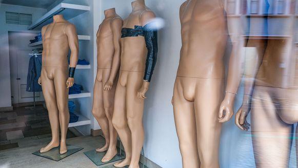 De daders roofden voor zowat 100.000 euro aan merkkleding bij Fragine in Deerlijk.
