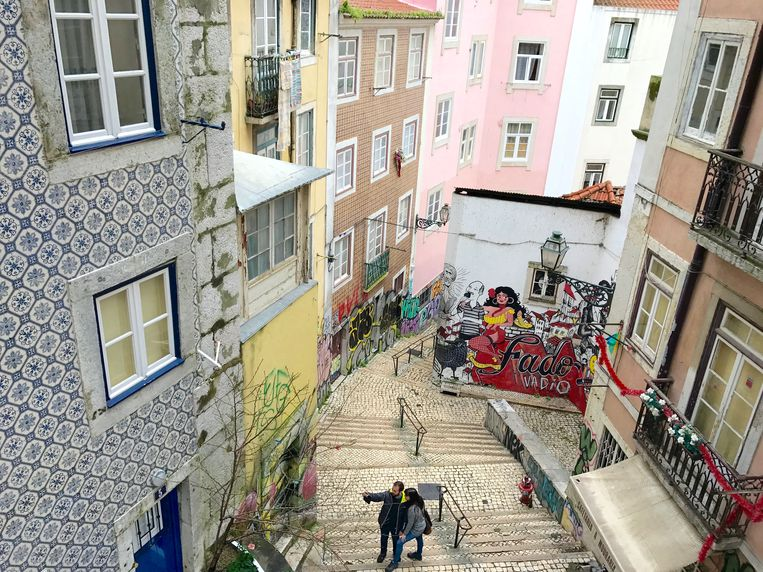 De wijk Mouraria in Lissabon, inmiddels ook al populair op huizenverhuursites. Beeld RV