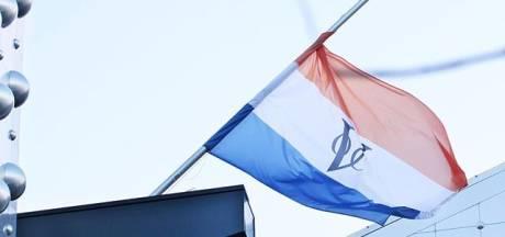 VOC-vlag op gevel Eemhuis blijft gewoon hangen