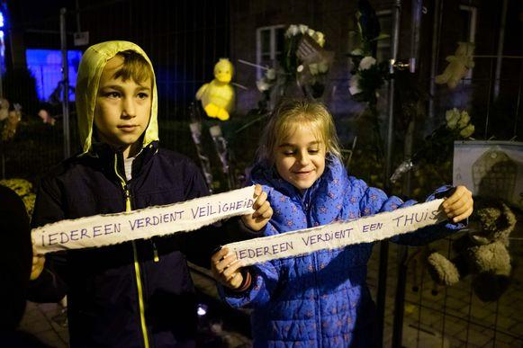 Herdenking van de aangestoken brand in het toekomstige asielcentrum van Grote-Spouwen.