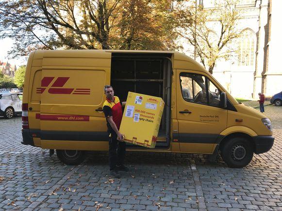 DHL leverde de stoelen af in een mooie verpakking