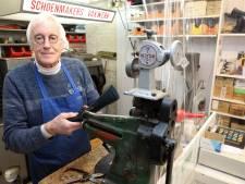 Schoenmaker Fred Schirris blijft al 57 jaar bij zijn leest: 'Ik stond niet te springen om dit vak uit te oefenen'