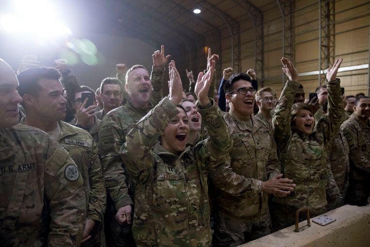Bezoeken van de Amerikaanse president aan de militairen overzee, zijn steeds meer een traditie geworden. President Bush bezocht Irak en Afghanistan zes keer. Obama dook in beide landen vijf keer op. Beeld AP