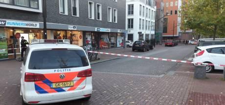 Melding van man met vuurwapen in Nijmeegs stadscentrum, politie in kogelwerende vesten zet straten af