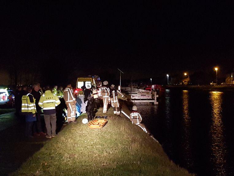 Bestelwagen in kanaal gereden