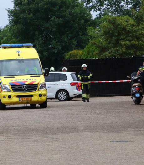 Oudere man komt om het leven tijdens klussen op terrein van autobedrijf in Berghem