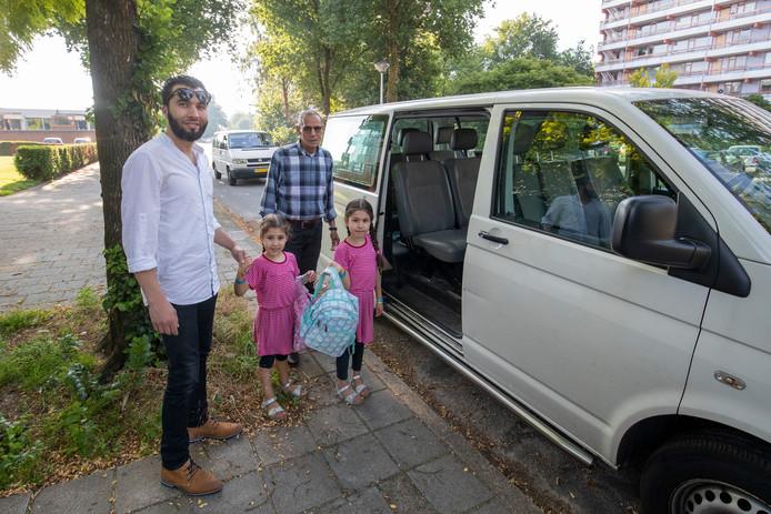 Veel Veenendaalse kinderen gaan dagelijks met een busje naar Ede om daar islamitisch onderwijs te krijgen. Pogingen om in Veenendaal een school te stichten, zijn nog niet gelukt.