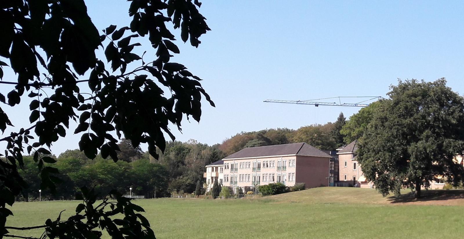 In het klooster van de paters Mill-Hill in Oosterbeek, bij Arnhem, probeert Theo Raaijmakers weer op krachten te komen