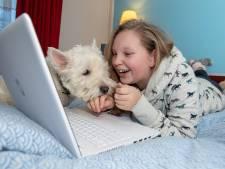Rosalie (13) uit Ommen werd online gepest en vindt via een laptop haar zelfvertrouwen terug