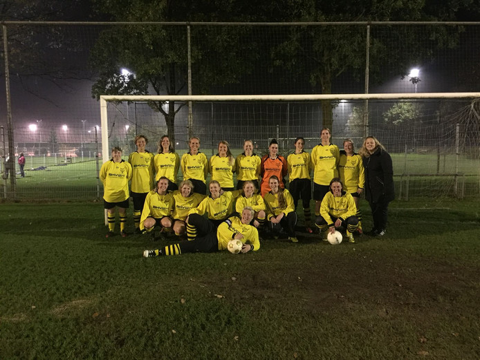 Het eerste vrouwenteam in de geschiedenis van voetbalclub Redichem  trapt 17 februari af.