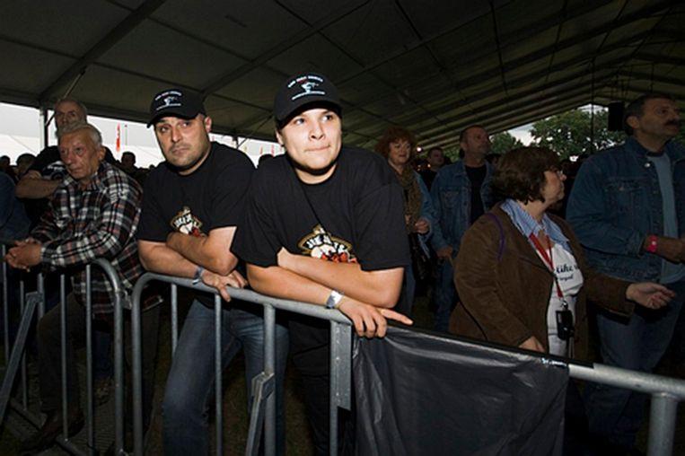 Vader Mario Paglia met zijn zoon op een concert.
