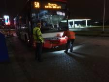Stadbus knalt op auto in De Bilt