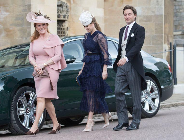 Prinses Beatrice, haar vriend Edoardo en haar moeder Sarah Ferguson, de hertogin van York.