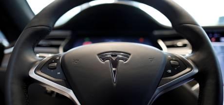 Le conducteur d'une Tesla automatique arrêté alors qu'il faisait une sieste au volant