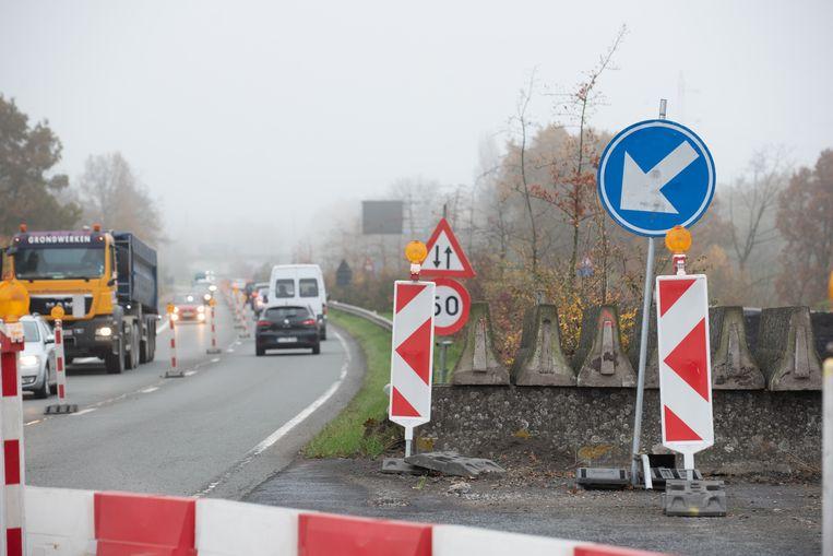 De verkeershinder op de N60 sleept nog twee tot drie weken langer aan.