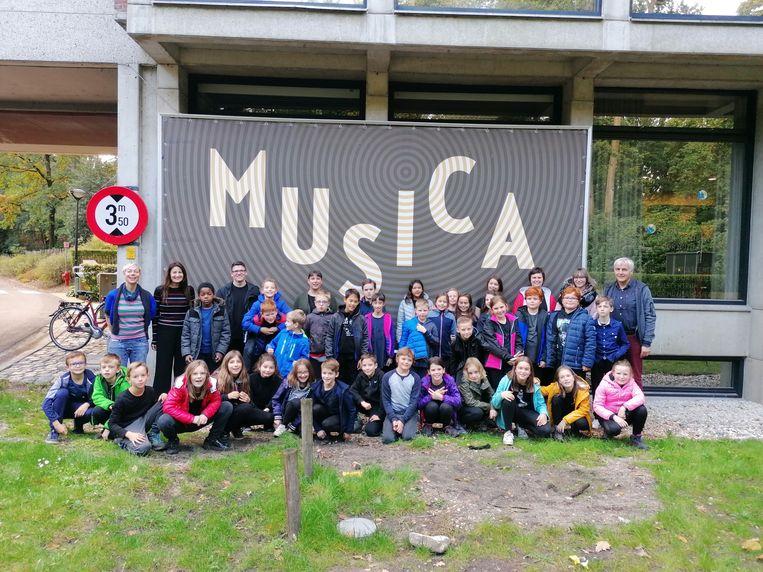 De vijfdeklassers trokken op musicaklassen naar Pelt.