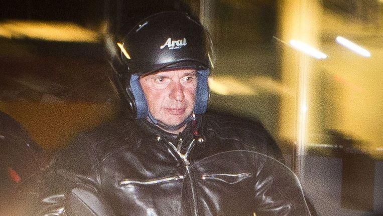 Willem Holleeder verlaat op een motorscooter met 3 wielen het universiteitsterrein de Uithof na het interview voor het tv-programma College Tour. Beeld anp