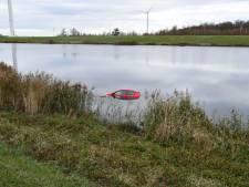 Auto te water bij de Oesterdam