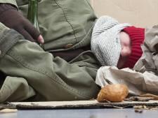 Vrouw in Sint-Oedenrode schrikt van slapende dakloze op haar bank: 'Ik denk niet dat hij beseft wat hij mensen aandoet'