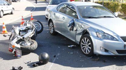 Motorrijder zwaargewond na aanrijding met personenwagen